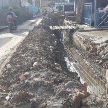 Proyek Drainase Jalan Sumatera Gunung Ibul Nilai Hampir RP.2 Miliar Di Protes Warga